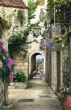 Beautiful Buildings, Beautiful Landscapes, Beautiful Gardens, Wonderful Places, Beautiful Places, Beautiful Pictures, Beau Site, Cottage Art, Orange Aesthetic
