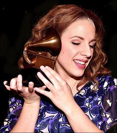 "jessie mueller in ""beautiful: the carole king musical"""