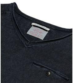 6dc5e9af4a Men s linen cotton sweater EUR Men s linen cotton double-cuff V-neck  sweater with stone wash   garment dye