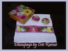 Kit contendo <br>toalha de lavabo branca com decoupage,2 sabonete redondo , e caixa de mdf com a mesma estampa <br> <br>Os sabonetes deste kit pode ser utilizado normalmente e a toalha deve ser lavada com água fria e não <br>deixar de molho