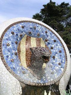 Obras de Antoni Gaudi Barcelona Parck Güell Gaudi Barcelona, Art Nouveau, Antonio Gaudi, Art And Architecture, Architects, Beautiful Places, Park, Creative, Artist