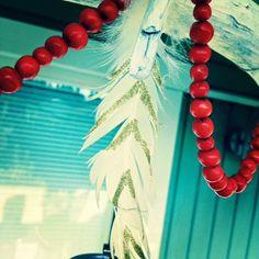 Usva: Helminauha pihlajanmarjoista Christmas Wreaths, Holiday Decor, Blog, Home Decor, Homemade Home Decor, Decoration Home, Room Decor, Interior Design, Home Interiors