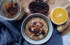 Vegan Mince Pie Porridge Recipe by Healthy Jon. London based, male, health and fitness blogger. Healthy recipes, workout videos and nutrition tips.