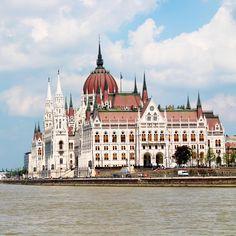 Parlement in Boedapest.  Bezoek het 's avonds. Je zal niet weten wat je overkomt.