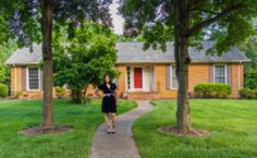 Should I pay off my mortgage while I'm becoming debt free? Here is what a personal finance expert has to say about this big personal finance question. Make Side Money, Ways To Earn Money, Earn Money From Home, Money Saving Tips, Way To Make Money, Hustle Money, Wordpress, Savings Plan, I Pay