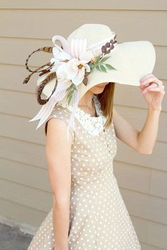 Get ready for the Kentucky Derby. Create a one of a kind Kentucky Derby Hat with our silk flowers and this easy tutorial by Southern Girl Weddings. Kentucky Derby Outfit, Derby Attire, Kentucky Derby Fashion, Derby Outfits, Kentucky Derby Party Ideas, Tea Hats, Tea Party Hats, Cloche Hats, Brunch Outfit