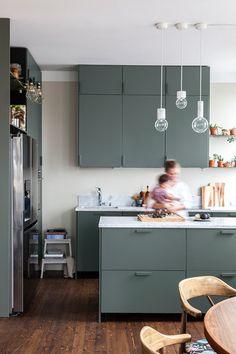 Nadaj swojej kuchni ponadczasowy wygląd | Kolekcja Tikkurila Color Now 2019 - Tikkurila | Farby dekoracyjne | Inspiracje  #tikkurila #tikkurilapotegakolorow #tikkurilainspiruje #tikkurilacolornow2019 #diy #diyideas #diyhomedecor #kitchen #kitchendesign #kitchenremodel #kitchenideas #kuchnia Viria, Double Vanity, Home Kitchens, Table, Furniture, Color, Instagram, Home Decor, Decoration Home