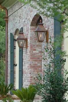 69 Ideas for outdoor lighting architecture gas lanterns Modern Lighting Design, Rustic Lighting, Outdoor Lighting, Lighting Ideas, Outside Lanterns, Gas Lanterns, Front Door Lighting, Exterior Lighting, Carriage Lights