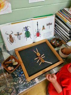Kriebelbeestjes maken met steentjes en takjes. Ook leuk met stokjes en ringen!