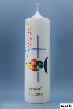 """**Taufkerze/Kommunionkerze """"Mosaikfisch-Regenbogen mit Kreuz""""**  Farbenfroher Mosaikfisch mit unzähligen kleinen Schuppen in Regenbogen-Farben. An der Seite befindet sich ein  Kreuz in der Farbe..."""