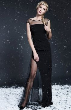 Monika Natora 285 sukienka czarna Przepiękna wieczorowa sukienka, długość maksi, góra dopasowana ozdobiona transparentną stawką, sukienka wykończona satynową pasmanterią, fason pieknie rozkloszowany