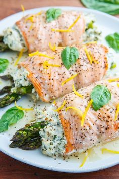 Asparagus and Lemon and Basil Ricotta Stuffed Salmon Rolls with Lemon Sauce Salmon rolls stuffed with a summery lemon and basil ricotta and asparagus that is baked and served with a fresh and tasty lemon sauce! Sauce Recipes, Fish Recipes, Seafood Recipes, Cooking Recipes, Healthy Recipes, Keto Recipes, Potato Recipes, Lunch Recipes, Seafood Dinner