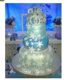 Extravagant Disney's Frozen Birthday cake. This would be adorable for Anna's birthday on a smaller scale