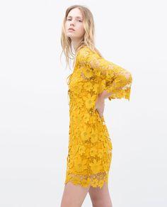 VESTIDO GUIPUR LAZO ESCOTE amarillo de Zara