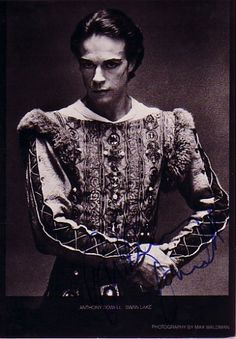 Sir Anthony Dowell - When I was training in ballet, Sir Anthony was a the one dancer whom I wished to dance with on stage :) Tutu Decorations, Holy Body, Ballet Costumes, Men's Costumes, Sir Anthony, Nureyev, Ballet Photos, Shall We Dance, Royal Ballet
