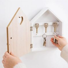 Wooden Key Box Wall Hanging Storage Rack For Housekeeper Decoration Key Wall Decor, Home Wall Decor, Wooden Key Holder, Key Box Holder, Do It Yourself Organization, Wall Hanging Storage, Key Storage, Retro Bathrooms, Wood Plant Stand
