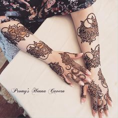 Henna on my beautiful and sweet client Della! 💕 I was able to freestyle the details and the layout was inspired by an unknown artist. Latest Arabic Mehndi Designs, Mehndi Designs For Girls, Mehndi Designs 2018, Mehndi Designs For Fingers, Stylish Mehndi Designs, Wedding Mehndi Designs, Khafif Mehndi Design, Floral Henna Designs, Finger Henna Designs
