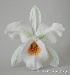 """Броши ручной работы. Ярмарка Мастеров - ручная работа Брошь """"Белая орхидея Катлея"""". Handmade."""