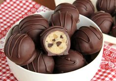 chocolate chip cookie dough truffles are so easy you're going to feel like you're cheating.These chocolate chip cookie dough truffles are so easy you're going to feel like you're cheating. Candy Recipes, Sweet Recipes, Baking Recipes, Cookie Recipes, Dessert Recipes, Cookie Dough Truffles, Chocolate Chip Cookie Dough, Chocolate Truffles, Chocolate Chips