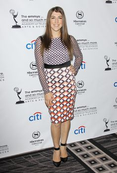 Fans of The Big Bang Theory may have noticed that Amy Farrah-Fowler prefers a toned-down style of dress. in one episode, Penny joked that Amy's ou… The Bigbang Theory, Amy Farrah Fowler, Mayim Bialik, The Emmys, Bikini Pictures, Bikini Pics, Hot Bikini, Modest Fashion, Celebrity Style