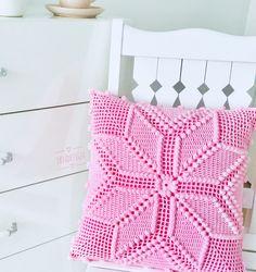 #ikndesigncrochet #knit #häkeln #crochet #haken #virka #örgükırlent #interiordesign #interior #kırlent #handmade #pillow #beyazevler #evimevimgüzelevim #vintage #homesweethome