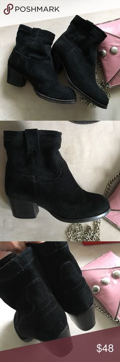 """Steve Madden suede ankle boots. Black suede Steve Madden ankle booties  that slip on with a 2"""" stacked leather block heel. Worn, but in wonderful condition. Note:  variations of color in the nap is due to my camera and how it picks up the light in the suede.       No trades - Bundle to save. Steve Madden Shoes Ankle Boots & Booties"""