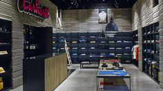 Carhartt Ibiza: streetwear al estilo balear, por Francesc Rifé Studio. Ibiza, Sports Wall, Streetwear Shop, Retail Interior, Retail Space, Shop Interiors, Interior Design Studio, Retail Design, Photo Wall