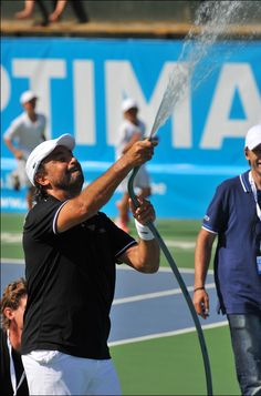 Henri Leconte cooling down the crowd