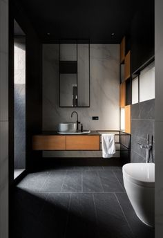 Modern bathroom trends favour light colour schemes, with whites, greys and natural wood tones being the main shades used. Eco Bathroom, Bathroom Trends, Small Bathroom, Tropical Bathroom, Bathroom Goals, Industrial Bathroom, Dream Bathrooms, Washroom, Bad Inspiration