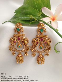 Gold Jhumka Earrings, Indian Jewelry Earrings, Jewelry Design Earrings, Gold Earrings Designs, Gold Jewellery Design, Ear Jewelry, Antique Earrings, Gold Temple Jewellery, Antique Jewellery Designs