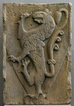 Wappenstein der Welfen aus Steingaden um 1200 107,0 x 72,0 cm Inv.-Nr. MA 121 um 1200 107,0 x 72,0 cm Inv.-Nr. MA 121