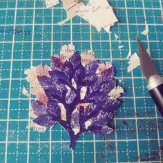 Flora. Processos Noturnos…  #binárioarmada #popnaïfreciclado #art #arte #naïf #naïveart #bookart #artecearense #urbanart #ceará #nordeste #codex #brazilianart #culture #streetart #brazilianculture #codexbinarium #rolhogravura #stamp #corkstamp #colageart #processo #letter #codex #ideafixa.