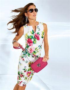 Mein Look für den Start in den Sommer - Imageberatung für Damen 50plus - www.image50plus.de Sommerkleid im Blumendessin, Kleine Handtasche mit Kette
