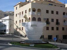 El gigante Atlas les envía saludos: En Macael se ha colocado un mortero gigante realizado en mármol local
