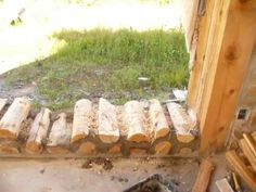 Showing the construction of cordwood masonry. Cordwood Homes, Diy Cabin, Brick Flooring, Natural Building, Earthship, Cabins In The Woods, Handmade Home, Wood Design, Construction