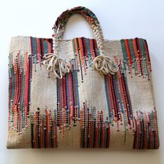 Woven Bag ~ no pattern but if I ever found fabric close to this would definitely make one! - Accessories of Women Sacs Tote Bags, Reusable Tote Bags, Loom Weaving, Hand Weaving, Diy Sac Pochette, My Bags, Purses And Bags, Ethnic Bag, Weaving Projects