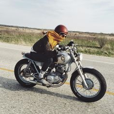 International Female Ride Day #motorcyclesgirls #chicasmoteras | caferacerpasion.com