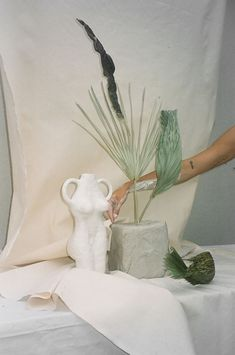 Zhu Ohmu's Ceramic Practice Mimics Machine Methods – Still Life Photography Still Life Photography, Art Photography, Product Photography, Landscape Photography, Wedding Photography, Still Life Photos, Prop Styling, Art Direction, Color Inspiration