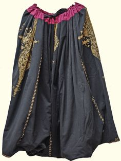 Very large man's 'şalvar' (baggy trousers). Late-Ottoman era, Marmara region (west of Bursa), first quarter 20th century. Adorned with 'goldwork' (metallic thread) embroidery in 'kordon tutturma technique' (= applied cord). (Kavak Folklor Ekibi & Costume Collection-Antwerpen/Belgium). (SOLD to the 'Etnografisch Museum, Antwerpen', as part of a full costume).
