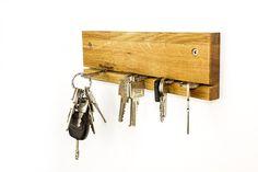 Schlüsselbretter & -kästen - Schlüsselbrett SLOT Schlüsselleiste Eiche / Nuss - ein Designerstück von schubica bei DaWanda