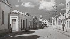 Rua José Bonifácio com as igrejas da Ordem 3° do Carmo, Mogi das Cruzes - SP. Década de 30.