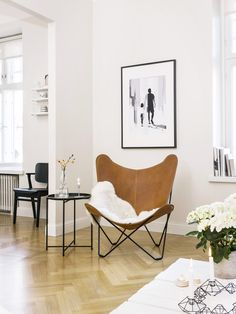 Maalaiskoti vaihtui vuokra-asumiseen ydinkeskustassa : : mustavalkoinen sisustus, vaalea sisustus, tehostevärit, minimalistinen, sommitelmat, asetelmat, scandinavian living, finnish design, black and white, decoration