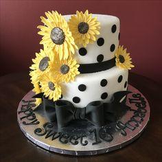 Sunflower Birthday Cake Sunflower Birthday Cakes, Candy Birthday Cakes, Sunflower Cakes, Birthday Cakes For Women, Sunflower Party, Birthday Ideas, Birthday Parties, Crazy Cakes, Fancy Cakes