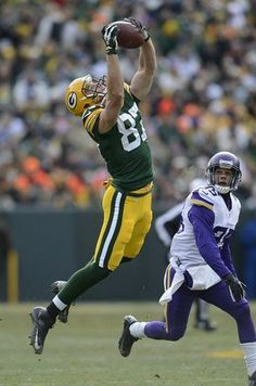 Green Bay Packers receiver Jordy Nelson (87) makes a leaping catch past Minnesota Vikings cornerback Marcus Sherels (35) in the the first quarter during Sunday's game at Lambeau Field. Evan Siegle/Press-Gazette Media