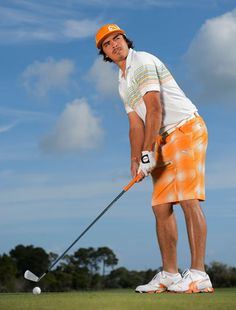 Rickie Fowler-Gotta love this dude! Mens Golf Fashion, Mens Golf Outfit, Men's Fashion, Rory Mclroy, Pga Tour Players, Rickie Fowler, Golf Chipping, Woods Golf, Golf Channel