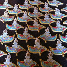 Aladdin on magic flying carpet Disney Cookies, Aladdin And Jasmine, Cookies For Kids, Kids Story Books, Carpet, Party Ideas, Cottage, Sweets, Magic