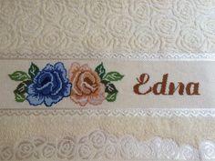Jogo de 2 toalhas (banho, rosto)da linha Lara da Karsten , bordadas em ponto cruz. <br> <br>Disponível nas cores amarelo (foto), rosa cristal e pistache. <br>BORDADO: ROSAS + NOME