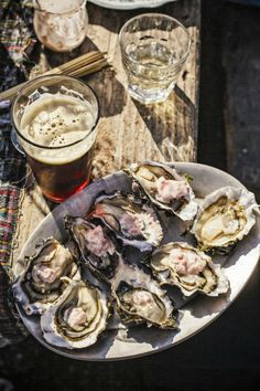 oysters are the best Tapas, Seafood Recipes, Cooking Recipes, Sushi Recipes, Food Porn, Fish And Seafood, Food Styling, Love Food, The Best