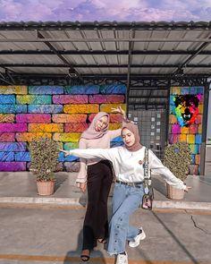Modest Fashion Hijab, Modern Hijab Fashion, Street Hijab Fashion, Casual Hijab Outfit, Hijab Fashion Inspiration, Ootd Hijab, Korean Street Fashion, Muslim Fashion, Casual Outfits