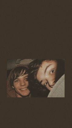 Louis Tomlinson & Harry Styles are THE power couple of the world. One Direction Wallpaper, One Direction Harry, One Direction Pictures, Direction Quotes, Larry Stylinson, Foto One, Louis Y Harry, Larry Shippers, Louis Tomilson